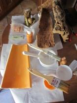 Preparazione della tegola con la stesura del colore acrilico
