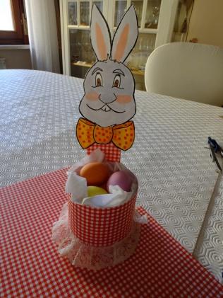 Coniglietto Portauova con ovetti colorati di cioccolata