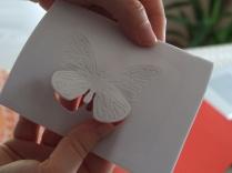 Sagoma della farfalla su gomma crepla di colore bianco